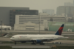 KENKEN25さんが、羽田空港で撮影したデルタ航空 777-232/ERの航空フォト(写真)