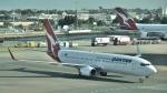 ライトレールさんが、シドニー国際空港で撮影したカンタス航空 737-838の航空フォト(写真)