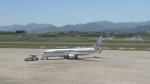 ベース高松さんが、高松空港で撮影した日本航空 737-846の航空フォト(写真)