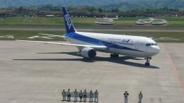 ベース高松さんが、高松空港で撮影した全日空 767-381の航空フォト(写真)