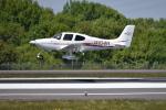 turenoアカクロさんが、高松空港で撮影した学校法人ヒラタ学園 航空事業本部 SR20 Sの航空フォト(写真)