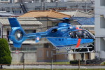 TAC MATSUさんが、八尾空港で撮影した大阪府警察 EC135P2+の航空フォト(写真)
