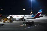 まいけるさんが、ウィーン国際空港で撮影したユーロウイングス・ヨーロッパ A320-214の航空フォト(写真)