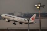 fortnumさんが、羽田空港で撮影した日本航空 777-246の航空フォト(写真)