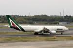 にしやんさんが、成田国際空港で撮影したアリタリア航空 A330-202の航空フォト(写真)
