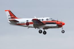 isiさんが、厚木飛行場で撮影した海上自衛隊 TC-90 King Air (C90)の航空フォト(写真)