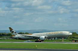 flytaka78さんが、マンチェスター空港で撮影したエティハド航空 777-3FX/ERの航空フォト(写真)
