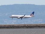 職業旅人さんが、サンフランシスコ国際空港で撮影したスカイウエスト ERJ-170-200 LR (ERJ-175LR)の航空フォト(写真)