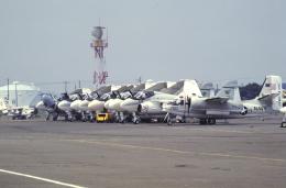 チャーリーマイクさんが、厚木飛行場で撮影したアメリカ海軍 S-2 Trackerの航空フォト(写真)