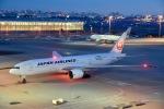 ジャコビさんが、羽田空港で撮影した日本航空 777-246/ERの航空フォト(写真)