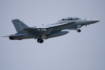チャッピー・シミズさんが、厚木飛行場で撮影したアメリカ海軍 F/A-18F Super Hornetの航空フォト(写真)
