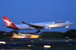 多楽さんが、成田国際空港で撮影したカンタス航空 A330-303の航空フォト(写真)