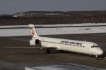 小牛田薫さんが、釧路空港で撮影した日本航空 MD-90-30の航空フォト(写真)