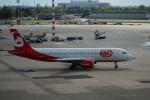みっちゃんさんが、デュッセルドルフ国際空港で撮影したエア・ベルリン A320-214の航空フォト(写真)