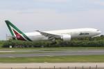 JA882Aさんが、成田国際空港で撮影したアリタリア航空 777-243/ERの航空フォト(写真)