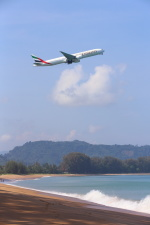 安芸あすかさんが、プーケット国際空港で撮影したエミレーツ航空 777-31H/ERの航空フォト(写真)