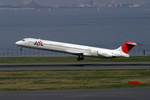 sin747さんが、羽田空港で撮影した日本航空 MD-81 (DC-9-81)の航空フォト(写真)