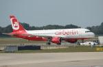 セブンさんが、ミュンヘン・フランツヨーゼフシュトラウス空港で撮影したエア・ベルリン A320-214の航空フォト(写真)