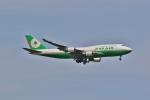 ジェットジャンボさんが、成田国際空港で撮影したエバー航空 747-45Eの航空フォト(写真)
