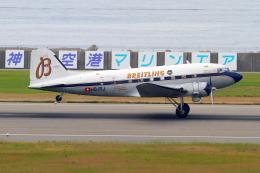 suu451さんが、神戸空港で撮影したスーパーコンステレーション飛行協会 DC-3Aの航空フォト(写真)