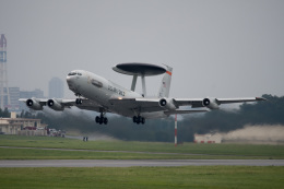 チャッピー・シミズさんが、嘉手納飛行場で撮影したアメリカ空軍 E-3A Sentry (707-300)の航空フォト(写真)