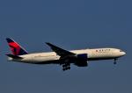 チャーリーマイクさんが、羽田空港で撮影したデルタ航空 777-232/ERの航空フォト(写真)