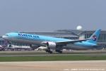 tabi0329さんが、福岡空港で撮影した大韓航空 777-3B5の航空フォト(写真)
