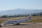 デウスーラ294さんが、小松空港で撮影した日本航空 737-846の航空フォト(写真)