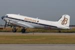 つみネコ♯2さんが、神戸空港で撮影したスーパーコンステレーション飛行協会 DC-3Aの航空フォト(写真)