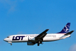 菊池 正人さんが、ロンドン・ヒースロー空港で撮影したLOTポーランド航空 737-45Dの航空フォト(写真)