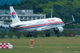 パンダさんが、成田国際空港で撮影した中国東方航空 A320-214の航空フォト(写真)