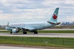 KAZ_YYZさんが、トロント・ピアソン国際空港で撮影したエア・カナダ ERJ-190-100 IGW (ERJ-190AR)の航空フォト(写真)