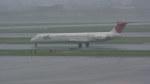 うすさんが、伊丹空港で撮影した日本航空 MD-81 (DC-9-81)の航空フォト(写真)
