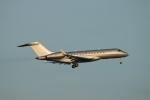 ceskykrumlovさんが、羽田空港で撮影したビスタジェット BD-700-1A10 Global 6000の航空フォト(写真)