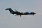 シュウさんが、成田国際空港で撮影したウィルミントン・トラスト・カンパニー BD-700 Global Express/5000/6000の航空フォト(写真)