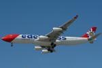 小弦さんが、バンクーバー国際空港で撮影したエーデルワイス航空 A340-313Xの航空フォト(写真)