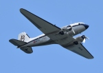 nomalblueさんが、ふなばし三番瀬海浜公園 で撮影したスーパーコンステレーション飛行協会 DC-3Aの航空フォト(写真)