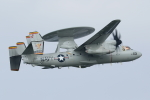 isiさんが、厚木飛行場で撮影したアメリカ海軍 E-2D Advanced Hawkeyeの航空フォト(写真)