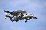 Aurora56さんが、厚木飛行場で撮影したアメリカ海軍 E-2C Hawkeyeの航空フォト(写真)