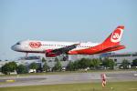 gomaさんが、ミュンヘン・フランツヨーゼフシュトラウス空港で撮影したエア・ベルリン A320-214の航空フォト(写真)