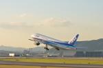 飛鳥Ⅱさんが、伊丹空港で撮影した全日空 777-281の航空フォト(写真)