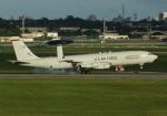 やまっちさんが、嘉手納飛行場で撮影したアメリカ空軍 E-3B Sentry (707-300)の航空フォト(写真)