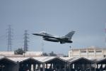 チャッピー・シミズさんが、嘉手納飛行場で撮影したアメリカ空軍 F-16C-30-CF Fighting Falconの航空フォト(写真)