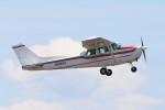 青春の1ページさんが、八尾空港で撮影した日本法人所有 172P Skyhawkの航空フォト(写真)