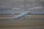 クルーズさんが、福岡空港で撮影した中国国際航空 737-808の航空フォト(写真)