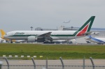 amagoさんが、成田国際空港で撮影したアリタリア航空 777-243/ERの航空フォト(写真)