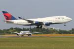 安芸あすかさんが、成田国際空港で撮影したデルタ航空 747-451の航空フォト(写真)