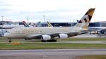 誘喜さんが、ロンドン・ヒースロー空港で撮影したエティハド航空 A380-861の航空フォト(写真)