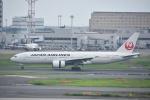 よしポンさんが、羽田空港で撮影した日本航空 777-289の航空フォト(写真)