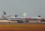 よしポンさんが、伊丹空港で撮影した中国東方航空 MD-11の航空フォト(写真)